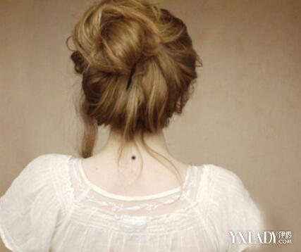 脖子後面長好多痘痘是怎麼回事 4大因素導致長痘痘 - 色彩地帶