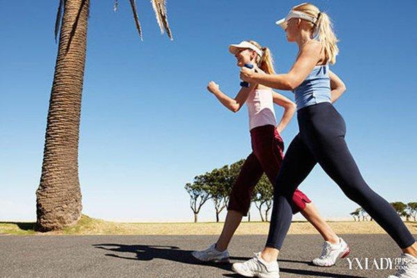 高抬腿的好處有哪些 快速減少腹部脂肪的好辦法 - 色彩地帶