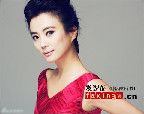 李玲玉示範適合50歲女人的時尚減齡髮型 - 色彩地帶