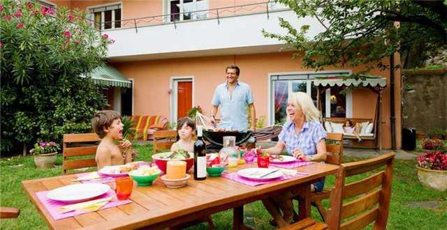 amazon kitchen table sets target 亚马逊上最受好评的10款花园家具原来长这样 雨果网