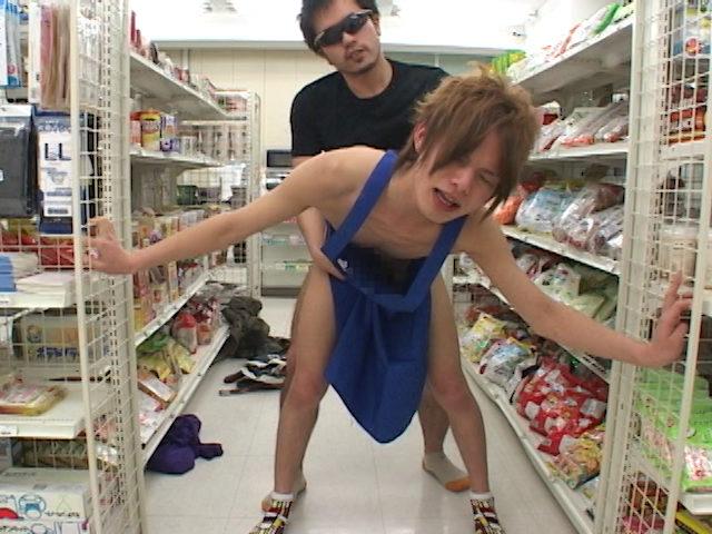 0009 - コンビニ店員が客に脅され性行為!店内でアナルファック