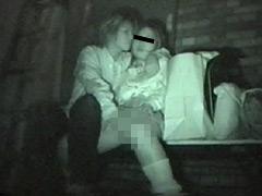 流出!!闇に紛れて愛し合うカップルの青姦盗撮映像
