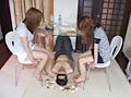 ナマ足で顔を弄び食べ物を口に押し込む二人の美容師
