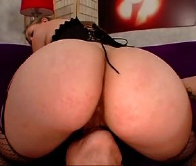 Big Booty White Chick Gets Fucked