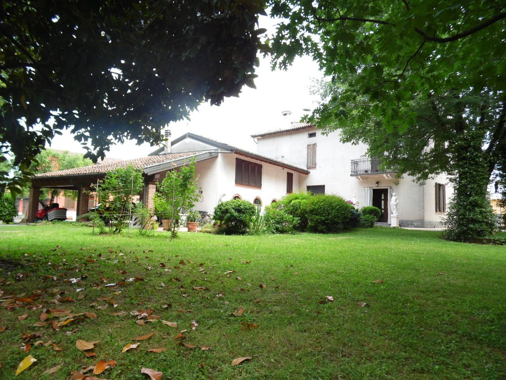 Villa di 527 mq in vendita Cremona Italia  21739081