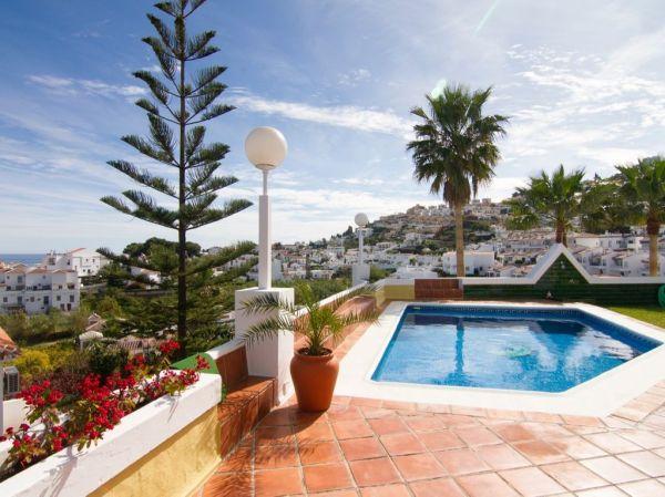 4 bedroom luxury Villa for sale in Urbanización Punta Lara ...