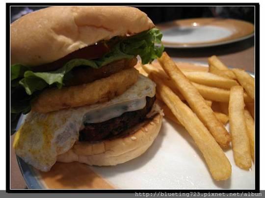 美國關島《King's Restaurant》King's Burger 招牌漢堡.jpg