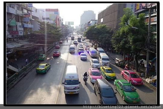 泰國曼谷《曼谷街頭一景》車況.jpg