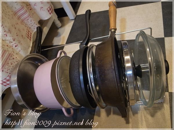 kitchen pot racks commercial cleaning services 邀稿 有效利用廚房空間 fujidinos不鏽鋼鍋具收納架 fion的甜蜜城堡