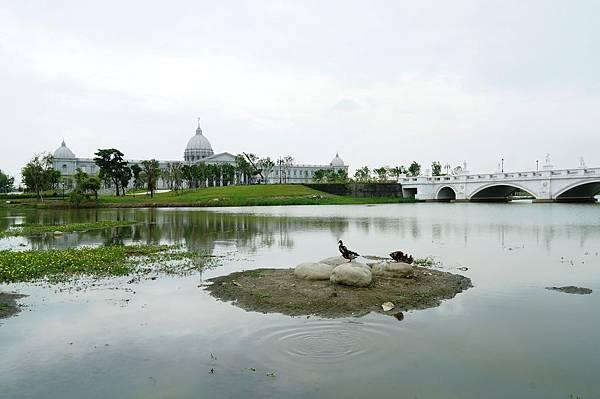 """台南景推薦-台灣也有超美的白宮喔 """"台南都會公園奇美博物館"""""""