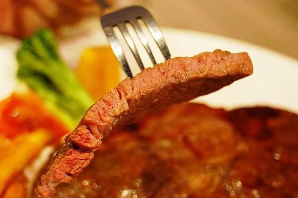 台北美食推薦-士林夜市C/P直很高的卡帕卡巴-原味炭火牛排(士林基河總店)