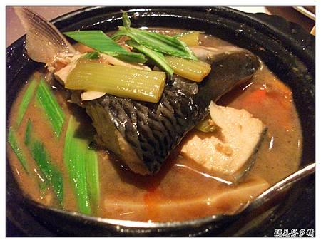 蜂巢豆腐煨魚頭
