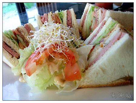 海陸總匯三明治