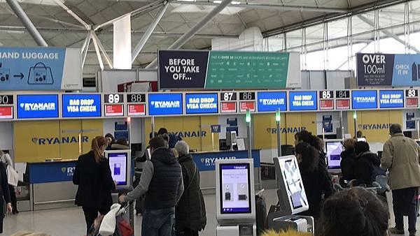 2018十三天英國愛爾蘭遊-Ryanair(瑞安航空)搭乘經驗分享-都柏林海關紀實 @ 愛吃金牛的玩樂日記 :: 痞客邦