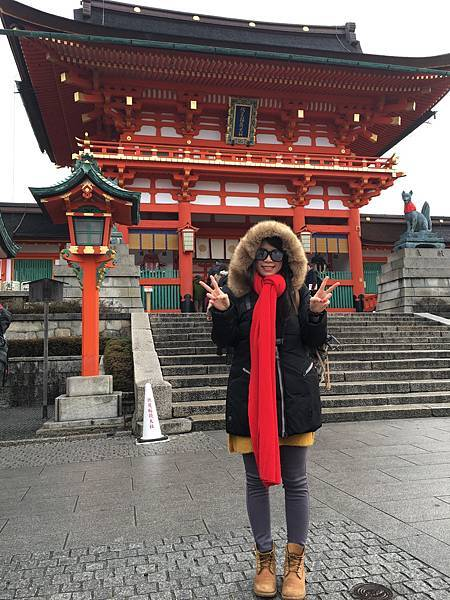 [ 一個人的京阪神 ] Day2-京都-伏見稻荷大社,千鳥居超莊嚴壯觀,糰子好好吃