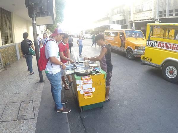 菲律賓宿霧路邊攤小販.jpg
