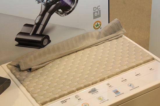 Dyson 發表 DC74 Fluffy 無線吸塵器,全新吸頭  大小顆粒不漏吸 DysonDC74Fluffy12