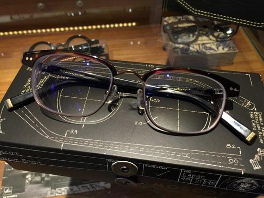 濾藍光眼鏡配鏡推薦:光明分子的眼鏡世界 MOSCOT113