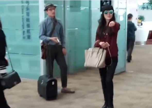 兩中國旅客機場爆衝突,女嗆:法律規定拿國產手機不能上飛機 img-005
