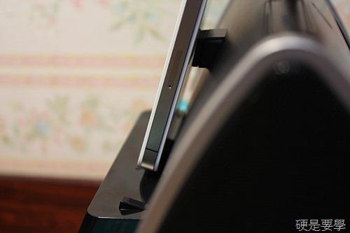 [開箱] 羅技床頭音響底座,充電、聽歌、聽廣播、設鬧鐘一次滿足(iPad/iPhone/iPod Touch) IMG_4021