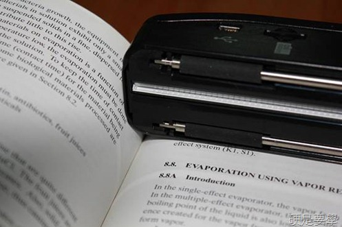 [開箱] 零邊距手持行動掃描器「行動CoCo棒2 專業版」內建LED彩色螢幕 clip_image016