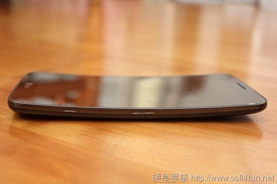 彎曲手機 LG G Flex 評測,刮痕可自動修復 clip_image015