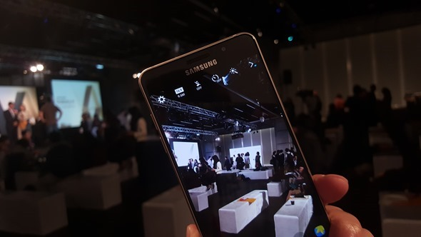 旗艦在前,無懼!三星推出 Galaxy A5、A7(2016),下放多種旗艦手機配備 20160104_144821