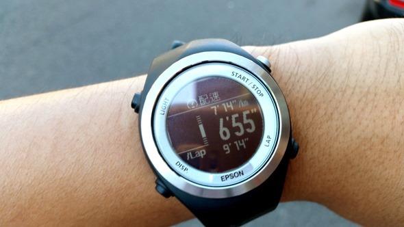 EPSON 專業級路跑教練運動錶 RUNSENSE SF-710 可連續使用 30 小時 20140826_142640