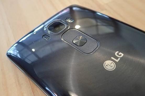 擁有曲面螢幕的旗艦手機 LG G Flex2 開箱評測,旗艦規格不旗艦的價格 clip_image006