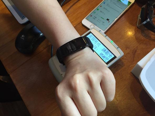 內藏悠遊卡,生活消費、健康紀錄二合一的 GoLife Care-X 智慧手環 aa