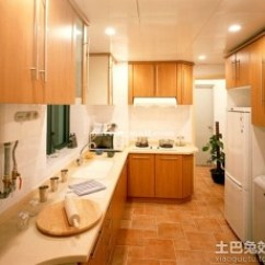 Small Kitchen Table Set Wood And Glass Cabinets 厨房冰箱摆放效果图_土巴兔装修效果图
