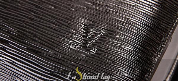 Louis-Vuitton-Epi-Leather-Pont-Neuf-GM---Glossy-Black-g
