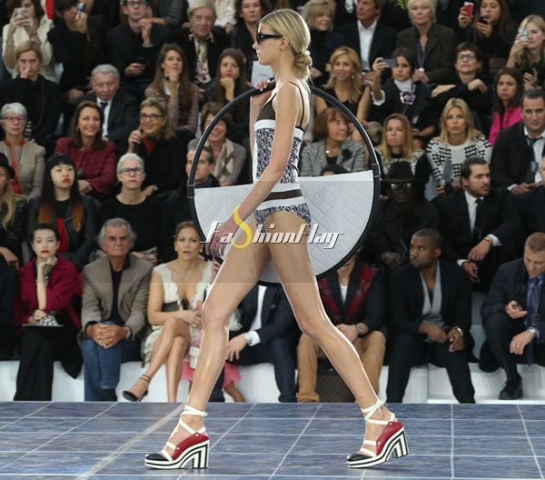 Love-it-or-Leave-it-The-Chanel-Hula-Hoop-Bag-2
