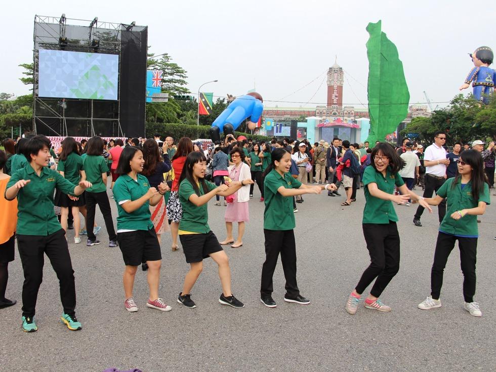 北一女學生520凱道跳熱舞_兩岸-多維新聞網