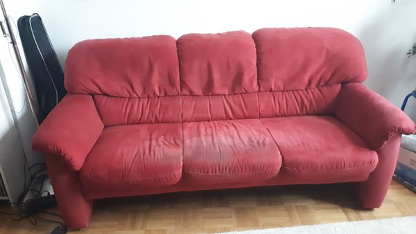 Sofa aus weinrotem Alcantara in München - Polster, Sessel, Couch