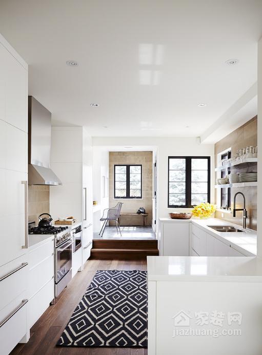 best kitchen rugs home styles cart 厨房装修时 地面铺地毯还有这么多好处 雪花新闻 厨房里的橱柜几乎没有空间来摆放艺术品和装饰品 这难免让人觉得太没有人情味 那么为什么不铺一块地毯来增加视觉趣味和质感呢 如果你不是一个勤快的人 那么最好是