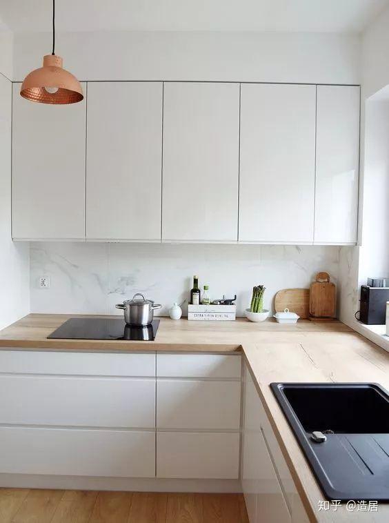 kitchen tops wood vinyl 最近装修 厨房橱柜柜体纠结在瓷砖 大理石 木类板材徘徊 到底哪种实用 虽然实木材质的台面颜值超高 但它对于周围的环境要求极高 使用前期要做好密封抗菌和防水处理 不然发霉开裂就是分分钟的事了