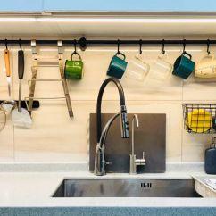 Kitchen Window Valance Bridge Faucets 装修风云 好的厨房设计是怎样的 看她打造最有人情味的中式厨房 知乎 蒜和姜总不能一次用完 放在厨房窗户边不够整洁 放进挂篮里 方便拿又通风 而且粘钩 挂篮的组合特别牢固