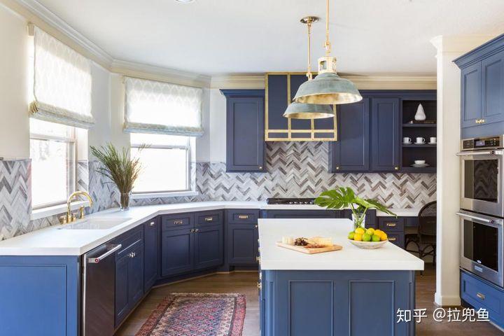 navy blue kitchen decor wipes 厨房装修设计 七大流行装修理念 知乎 据行业数据显示 众多厨房装修设计效果图中 业主收藏与保存的10张厨房装修设计效果图 七张橱柜是富有颜色的 包括四个蓝色橱柜 一个绿色和两个黑色的例子