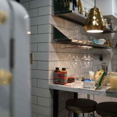 Kitchen Island With Stove Led Ceiling Lighting 今年最热门的厨房设计元素 都在这10个要点里 知乎 住友 Analeigh 家里的厨房也拥有一个大理石台面的吧台 成为了家里喝酒小憩的最佳场所