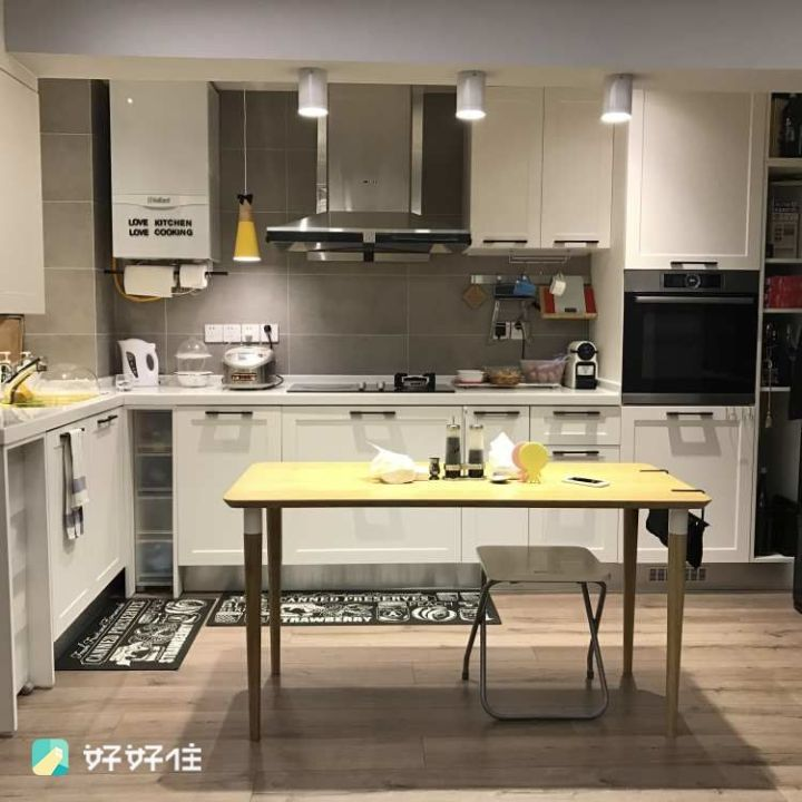 wood floors in kitchen glad tall drawstring trash bags 如何在厨房使用木地板 知乎 3 在木地板上铺一块地垫 防滑的同时也能保护木地板