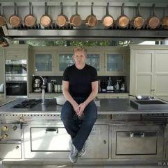 Cheap Kitchen Islands Standing Cabinets For 菠萝斑马 如何在厨房里花光100万 知乎 大家知道的 我有个常年装修中的朋友叫小王 他看了上次的 厨房中岛 以后 特别想要个跟戈登一样一样炫酷的厨房 所以最近每天都在期待能够一夜暴富