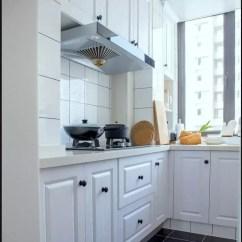 Grey Kitchen Tile Travertine For Backsplash In 灰色瓷砖 能铺出年轻人的时尚 知乎 厨房深灰色地砖搭配 防滑并且耐脏 与白色模压橱柜形成颜色层次对比