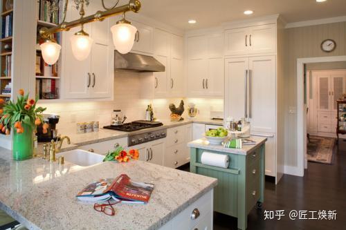 metal kitchen table sets sink cabinets lowes 小户型的最佳选择客厅厨房一体装修效果图 知乎 美式乡村风格 金属的吊灯利用吧台同时作为餐桌 厨房的中岛是点睛之笔 不仅可以储物还是一个开放式操作台
