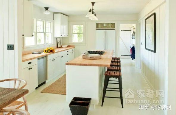 kitchen wood countertops rug runners 六种厨房台面颜色 你喜欢哪一种 知乎 温暖的木材 给人质朴和自然的感觉 原木色台面与白色橱柜搭配起来 清爽的白色厨房让人感觉更加温馨 而木质台面则更加简洁 平衡了传统和现代元素 特别是因为经典