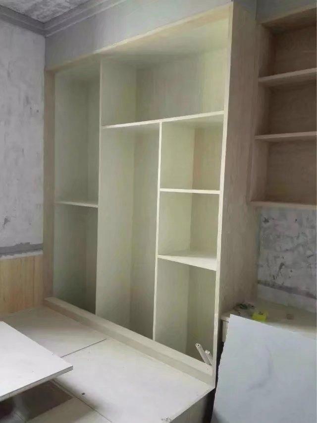 kitchen to go cabinets triple sink 先刷墙还是先做衣柜 知乎 如果是先做墙漆 可以修正不平整的水泥墙面 假如柜子都是横平竖直的 要是有发现一些不平整的地方是很容易看出来的 后期如果再刮腻子 就需要先填补这里的缝隙 要是