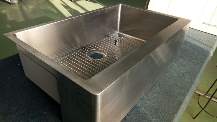 kitchen prep sink placement of cabinet knobs and pulls 厨房水槽的尺寸选择 知乎 台面安装水槽的时候 宽度需要预留至少100到150mm的空余 一般后三前七或者后7前八的规则 不过这也不是绝对 最好按实际情况咨询自己的设计师