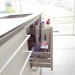 Rubbermaid Kitchen Storage Containers Outdoor Island 厨房收纳 怎么可以让厨房看起来井井有条 知乎 其他塑料袋 报纸 橡皮手套等等就正常的抽屉做好分割就好了 但垃圾桶表姐还是不建议大家放在抽屉里的 放在外面更干净