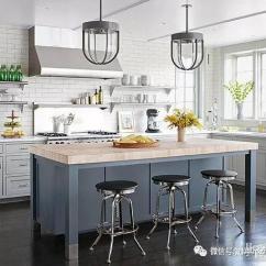 Kitchen Fixtures Bakers Racks For Kitchens 几个快捷简单的厨房改造 还在糟心厨房那么乱吗 知乎 无论你是喜欢老式的玻璃灯罩还是微型的现代灯泡 吊灯都是厨房最受欢迎的天花板固定装置 把灯放在一个小岛或台面上 在那里低挂的固定装置不会干扰交通流