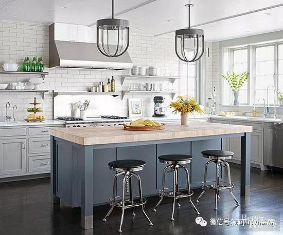 kitchen ceiling fixtures rustic table and chairs 几个快捷简单的厨房改造 还在糟心厨房那么乱吗 知乎 无论你是喜欢老式的玻璃灯罩还是微型的现代灯泡 吊灯都是厨房最受欢迎的天花板固定装置 把灯放在一个小岛或台面上 在那里低挂的固定装置不会干扰交通流